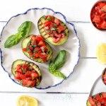 Gegrillte Avocado Bruschetta - glutenfrei, gesund, vegetarisch, vegan, ohne raffinierten Zucker - de.heavenlynnhealthy.com