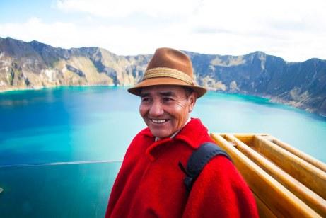 Durante nuestra visita al lago de cráter, Quilotoa, nos encontramos con este señor, oriundo de la Provincia del Chimborazo.