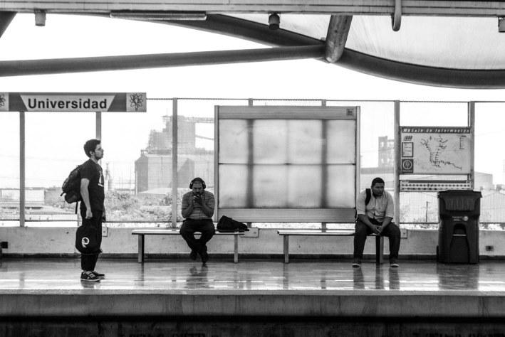 En la estación de metro Universidad, en el municipio de San Nicolás.