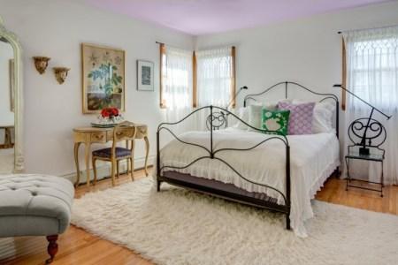 Schlafzimmer gestalten fliederfarbe  schlafzimmer mit schragen gestalten