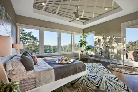 schlafzimmer einrichten teppich enbelag doppelbett gro%c3%9fe breite fenster
