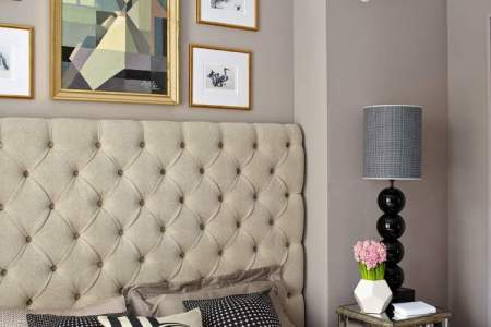 farbideen schlafzimmer taupe wandfarbe beige gepolstertes betthaupt