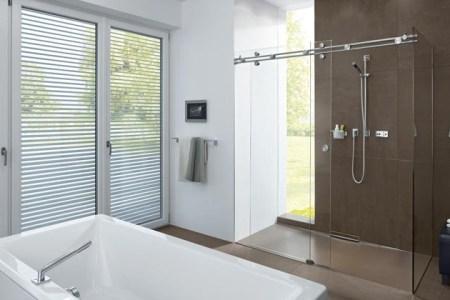 duschabtrennung glas schiebeturen duschkabine badezimmer modern badewanne weiss un