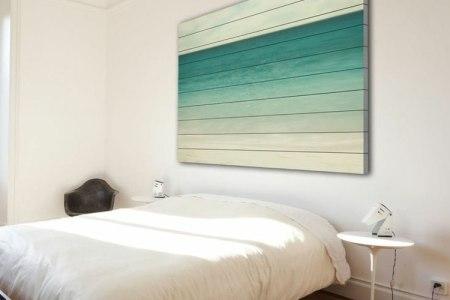 wanddekoration mit holz wandbild ombre tuerkis weiss schlafzimmer