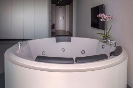 Beautiful Schlafzimmer Mit Whirlpool Wohnideen Images - Ideas ...