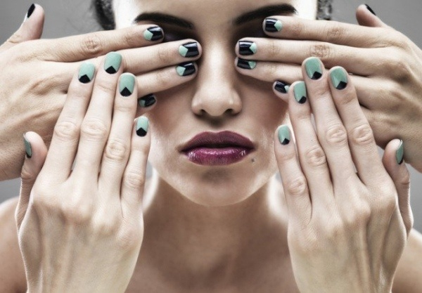 manucure nail art tendance ongles courts menthe noir