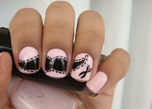 ongles-nail-art tendance base rose déco moustaches