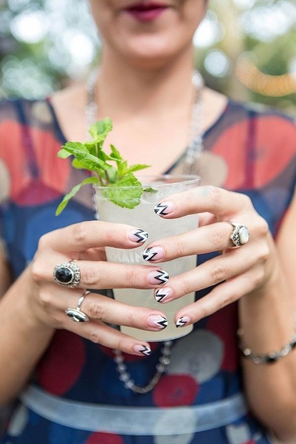 ongles-nail-art tendance chevrons noir blanc