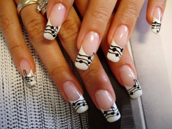 ongles nail art tendance french manucure graphique notes