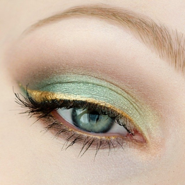 maquillage-yeux-idee-ete-bleu-or-mascara-cils