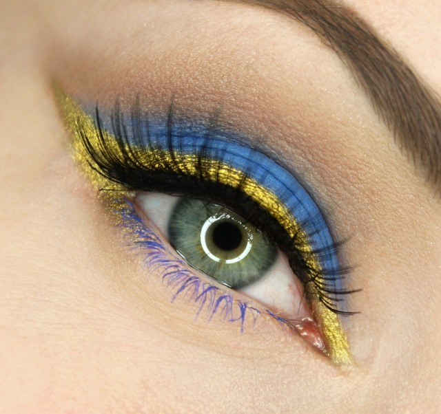 maquillage-yeux-idee-ete--eye-liner-mascara-bleu-smokey-eye