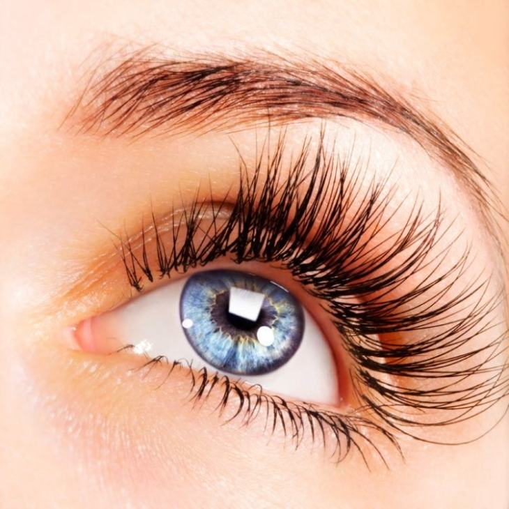 maquillage-yeux-idee-ete-mascara-transparent-cils