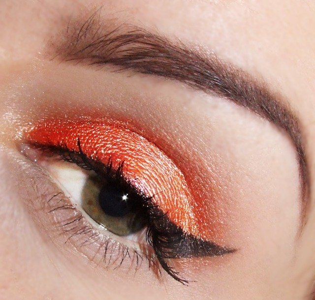 maquillage-yeux-idee-ete-orange-eye-liner-sourcils