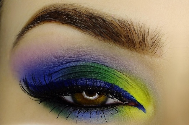 maquillage-yeux-idee-ete-smokey-eye-couleurs-vives-mascara-noir