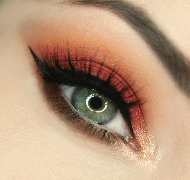 maquillage-yeux-idee-ete-smokey-eye-mascara-sourcils