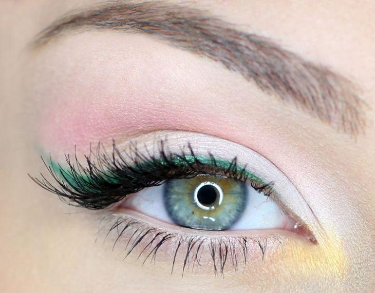 idees-maquillage-ete-fard-paupières-rose-blanc-jaune-eye-liner-vert