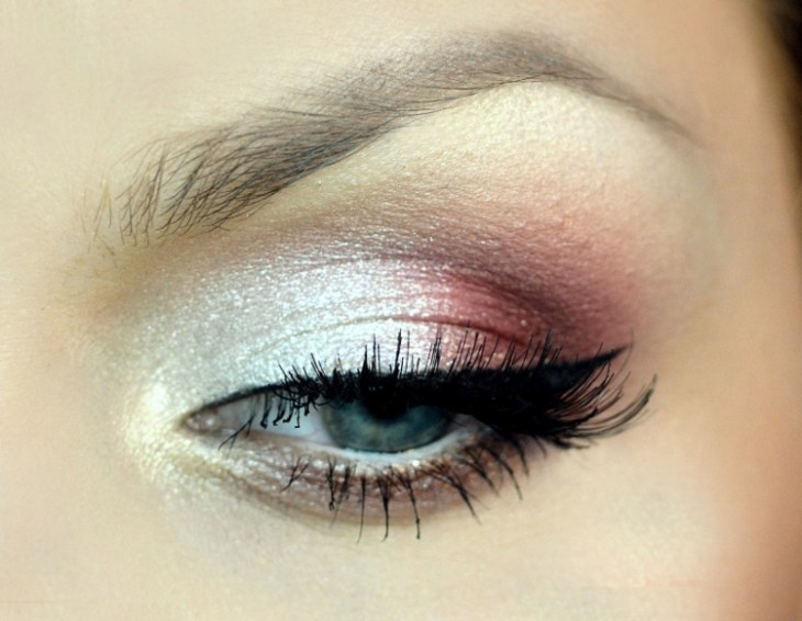 idees-maquillage-ete-phard-paupières-blanc-rose-pailleté-eye-liner-mascara