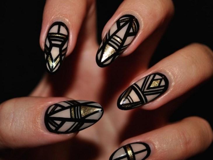 nail-art-motif-azteque-base-transparente-stiletto
