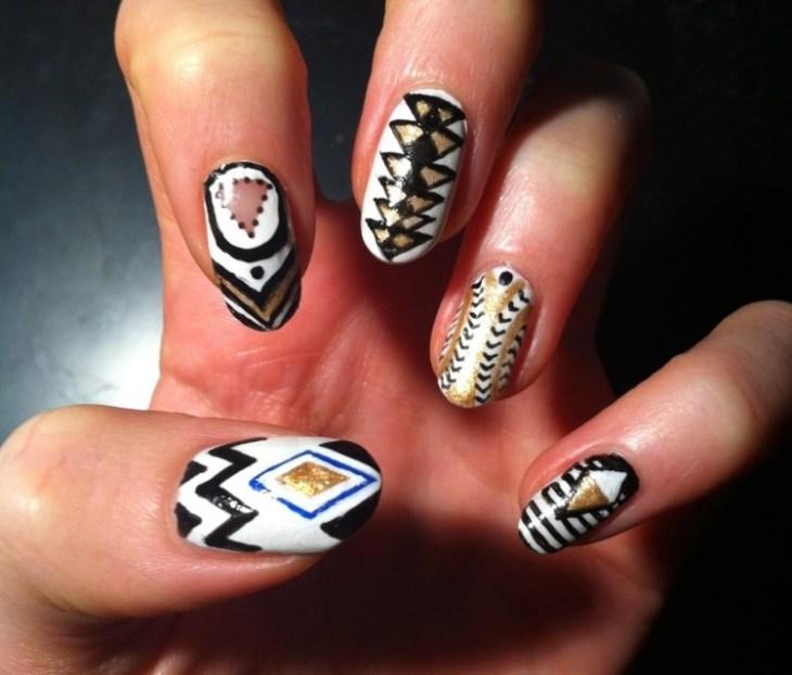 nail-art-motif-azteque-coueur-argent-noir-blanche