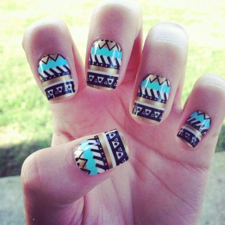 nail-art-motif-azteque-couleur-argent-bleu-turquoise