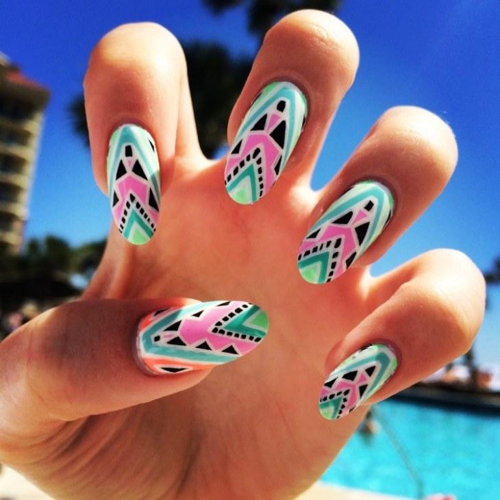 nail-art-motif-azteque-couleur-vert-menthe-bleu