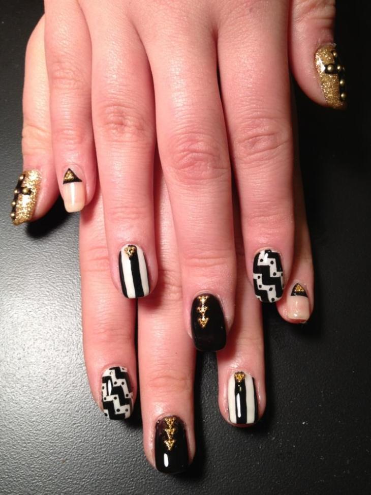 nail-art-motif-azteque-noir-blanc-vernis