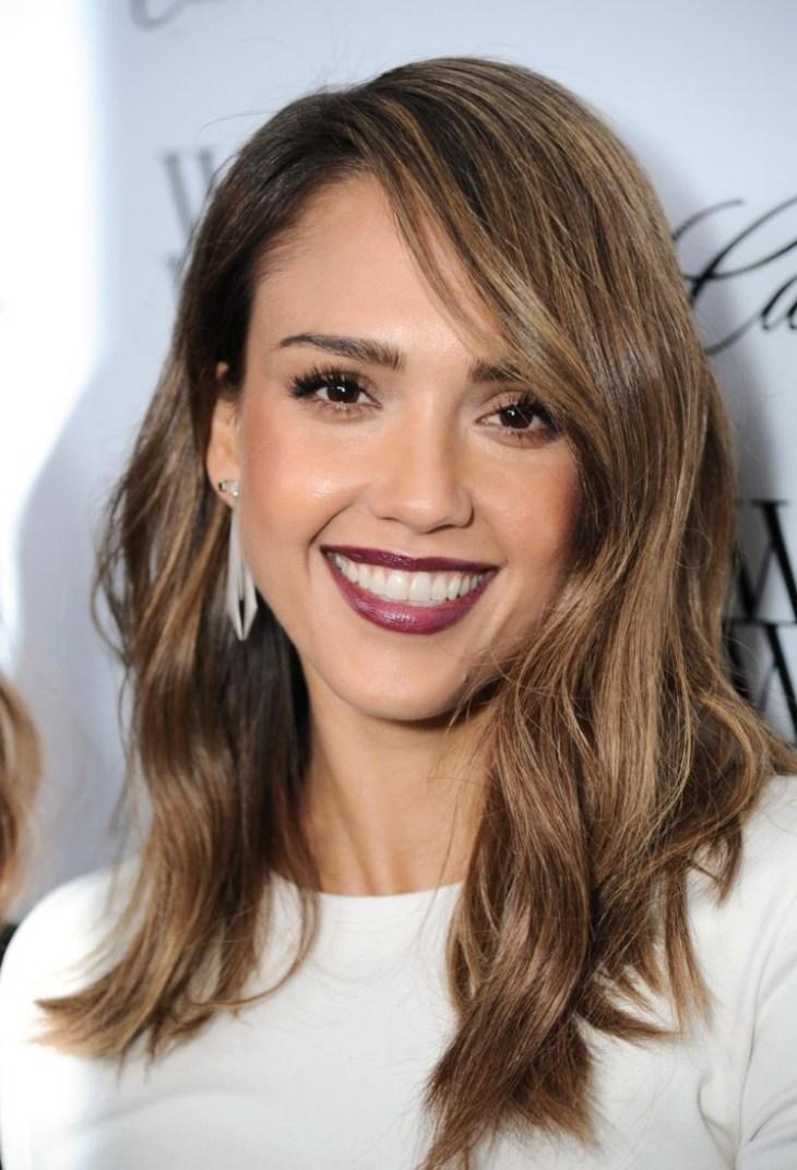 comment bien-se maquiller Jessica Alba rouge lèvres merlot