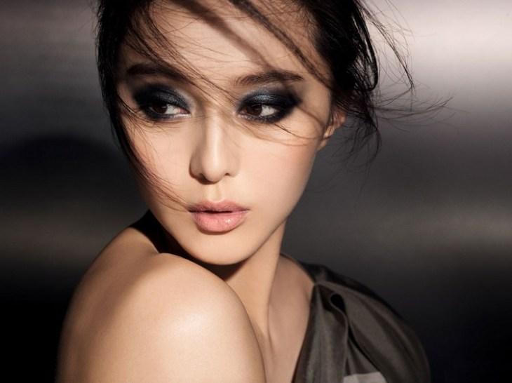 maquillage de soirée 2015-fard-paupieres-noir-argent-rouge-levres-rose-pale