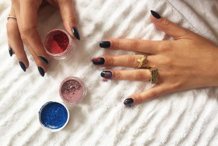 tuto nail art –nouvel-an-vernis-ongles-noir-paillettes-multicolores