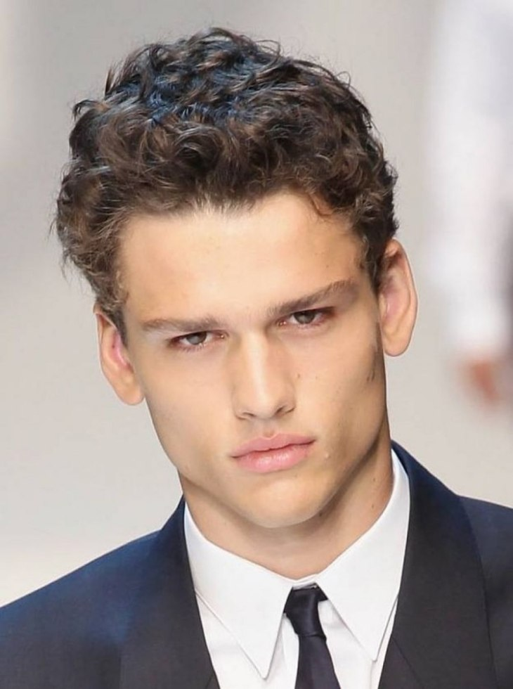 coupe-cheveux-homme-2016-courte-frisée