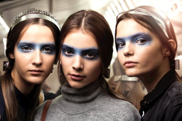 maquillage-tendance 2016 yeux fard paupières masque bleu Chanel