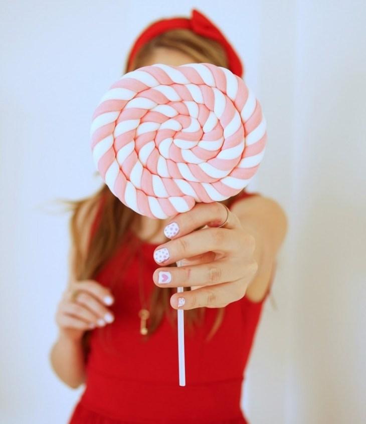 manucure-rose-blanc-pois-coeurs-idées-inspirations-surprenantes
