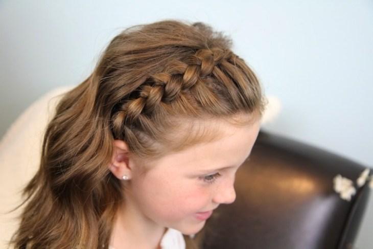 coiffure pour petite fille -couronne-tressée-cheveux-détachés
