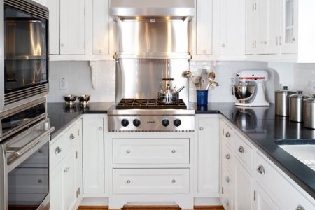 small kitchen design white u shaped kitchen black countertops wood flooring