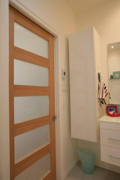 Am nager une petite salle de bain d conome - Porte coulissante salle de bain pas cher ...