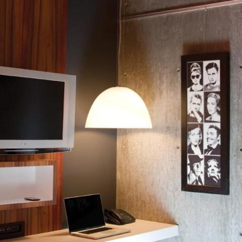 accrocher des tableaux sur des murs de b ton brique ou papier peint d conome. Black Bedroom Furniture Sets. Home Design Ideas
