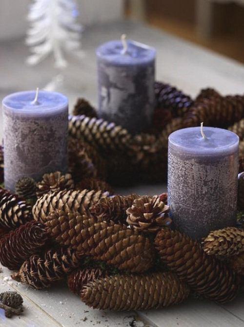 simples adornos con piñas para Navidad