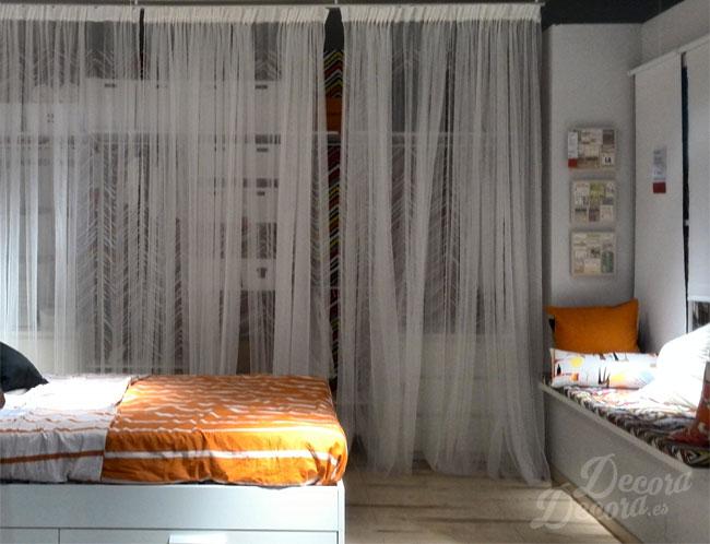 Un armario con cortinas for Cortinas para armarios empotrados