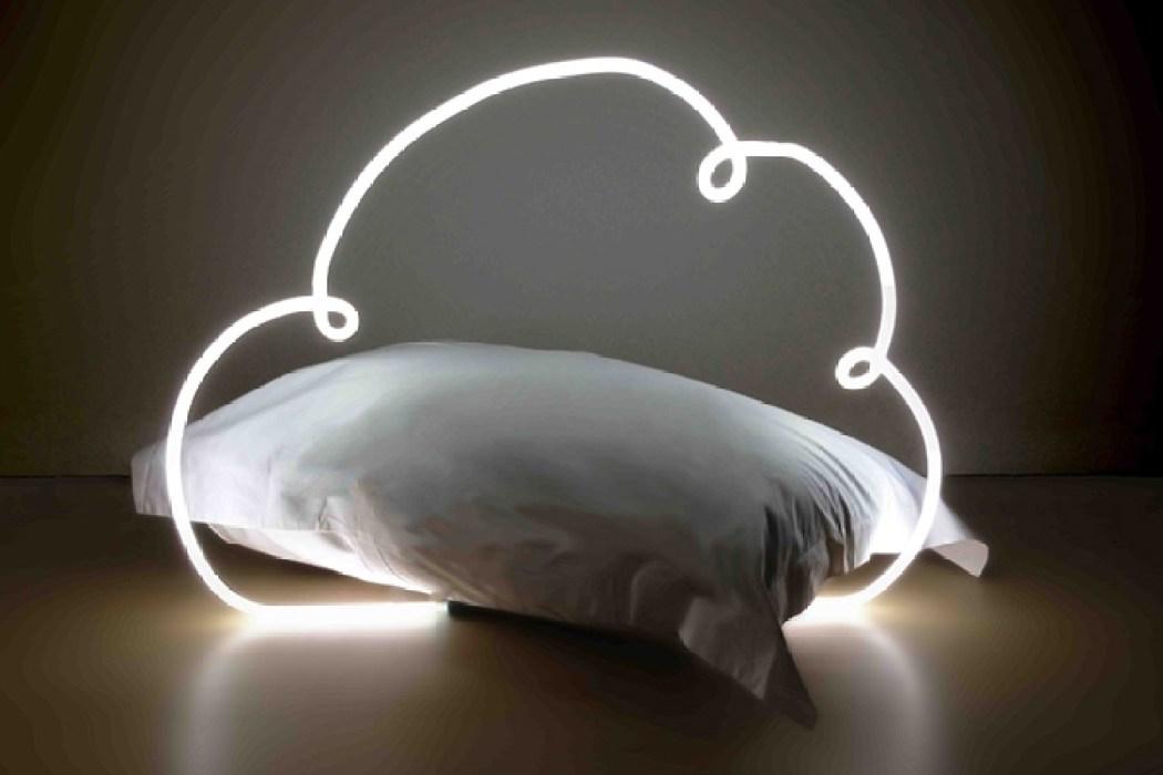DEDICATE-DIGITAL-Esmeralda-Komastopoulos-head-in-the-(i)cloud-00