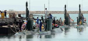 تهديدات مضيق هرمز: كشف النقاب عن غواصات غدير الإيرانية خلال احتفال أقيم في الميناء الجنوبي في بندر عباس في أغسطس 2010.