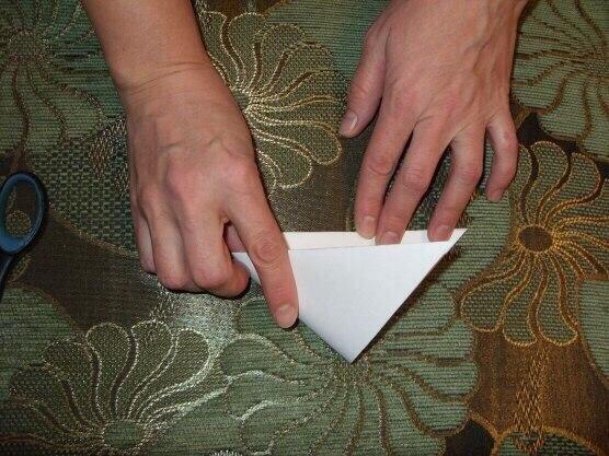 schneeflocken aus papier schneiden anleitung dekoking. Black Bedroom Furniture Sets. Home Design Ideas