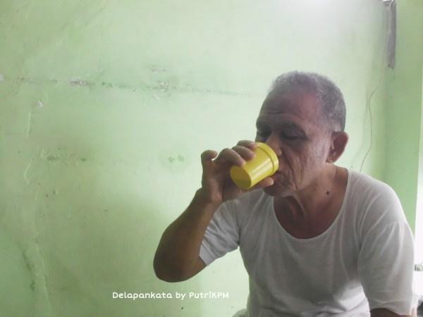 Kakekku aja ikutan kongkow bareng sambil minum hasil racikan aku pakai Dolce Gusto :3