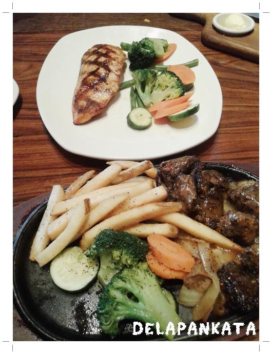 Grilled Salmon (atas), Black Pepper Steak (bawah).