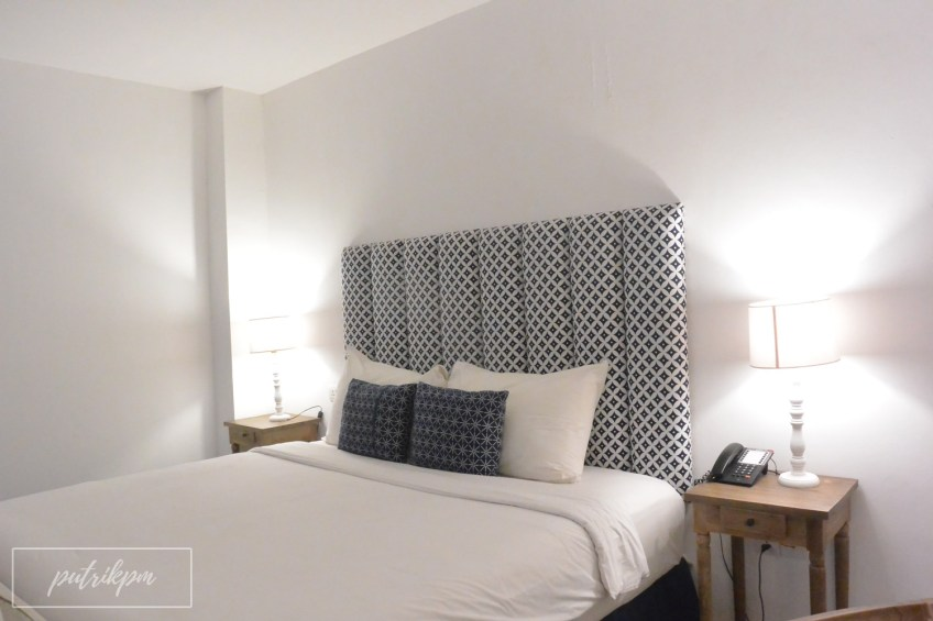 Adhisthana Hotel Suite Upper Ground Room - Delapankata - Bed
