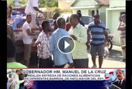 El gobernador civil de Hato Mayor entrega de raciones alimenticias