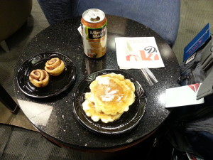 Pancake machine and breakfast in DTW skyclub Delta points blog (3)
