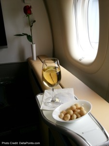 champagne and macadamia nuts lufthansa 747-8 1st class delta points blog