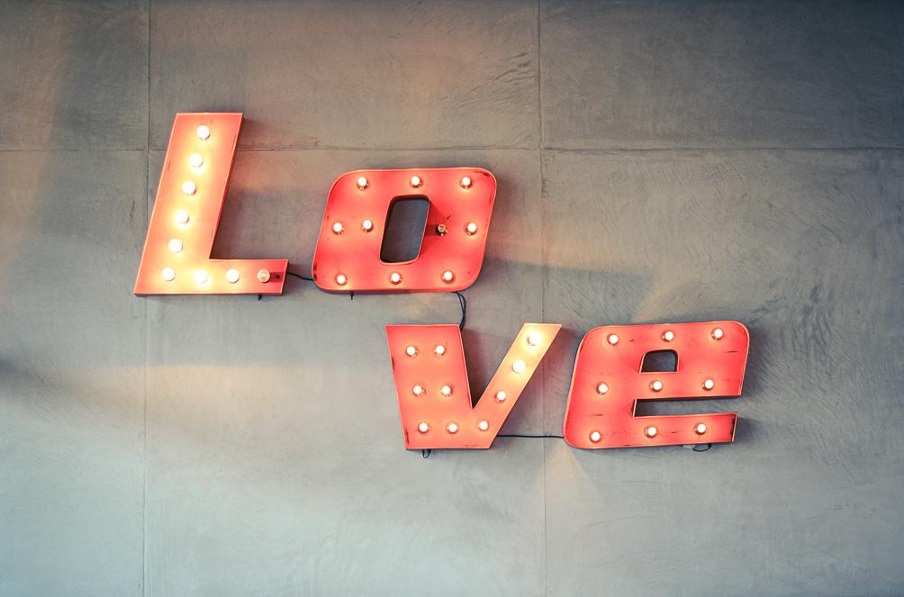 LOVE HM Denim Shorts Kimo Shirt Velvet Cap Soho Cafe