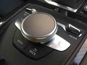 Audi R8 Spyder Dreh-Drück-Regler in der Mittelkonsole