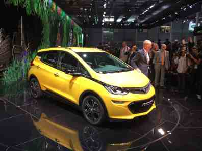 Opel Ampera-e und Opel-Chef Karl-Thomas Neumann